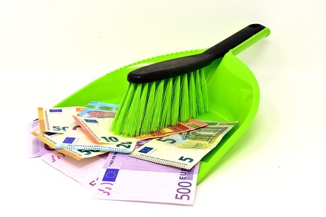 peníze na lopatce